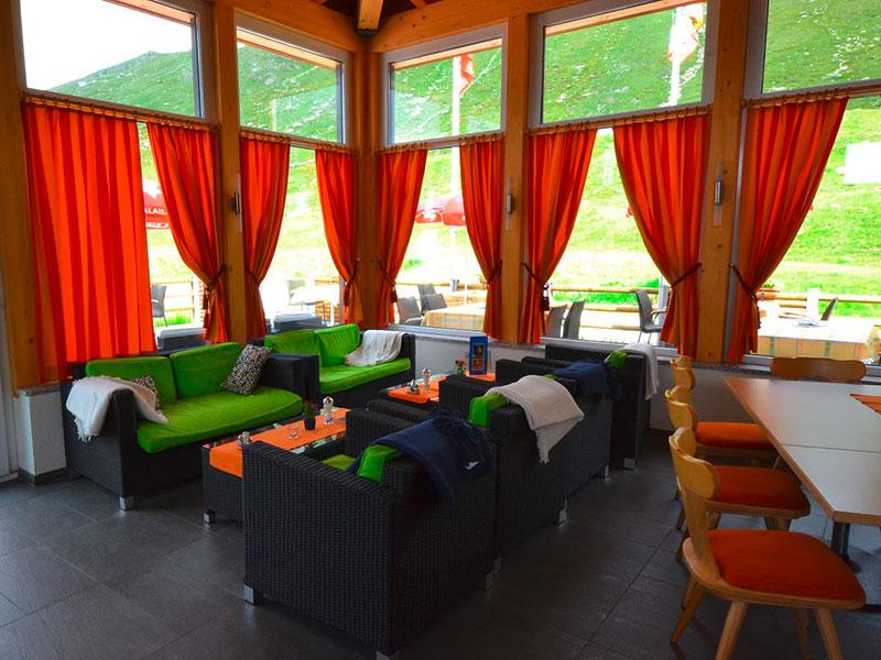 Restaurant Lounge Bergfreund mit Bar Fiescheralp Kühboden